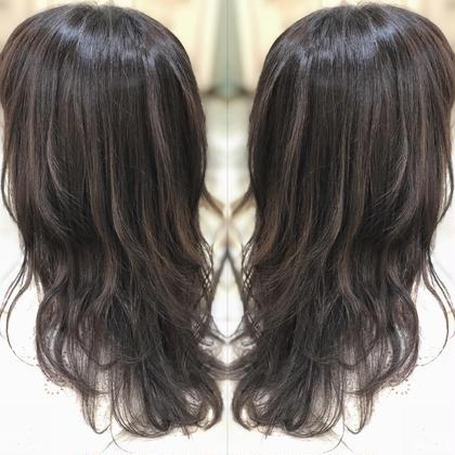 カラー セミロング 暗髪のバレイヤージュ!! ハイライトのコントラストと、色持ちのいいカラーです(●´ω`●)