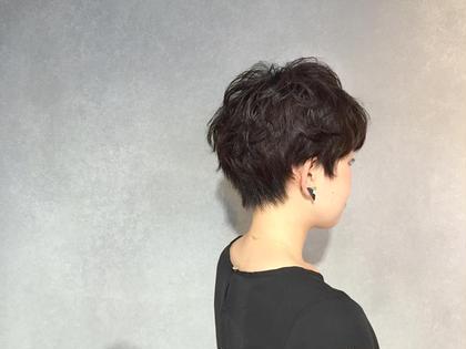黒髪でも動きのある、ベリーショートのパーマスタイル 上品なイメージになります。 CYAN HAIRMAKE所属・CYANHAIRMAKEのスタイル
