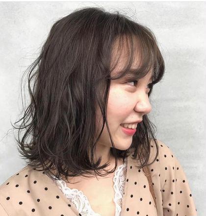 【カーキアッシュ+ハイライト】  透明感・明るくしていきたい方にオススメハイライト  少し入れるだけで普段とはちょっと違う感じに💙✨ GLAD natural hair所属・河田海陽のスタイル