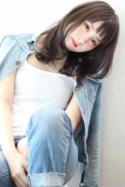 大人可愛いおフェロセミロング♪ カラーはグレージュアッシュです(^^) matsuotomoyaのセミロングのヘアスタイル