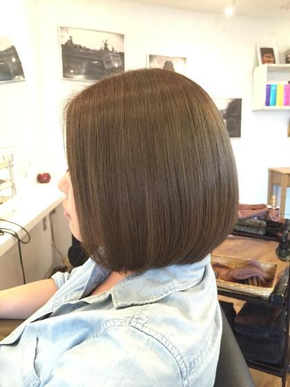 外国人風プラチナグレージュ/ボブ . ダブルカラーでより透明感を⚜ . ブリーチを使用しないと出せない色味もありますのでお気軽にご相談ください . 一人一人の髪質やご要望に合わせてベストな薬剤を調合しパーソナルなヘアカラーを提案致します✨ . Cut/¥5000 Cut&Straight/¥12000〜 Cut&Color/¥11880〜 Wcolor/¥12000 . 御連絡はDM.LINEよりお待ちしております . LINEID➡️09093088196 . ☎️0368090388 . . 毎週火曜日も営業しております  Heartim代官山/恵比寿 . トップスタイリスト 佐藤章太  #heartim#ハーティム#代官山#恵比寿#佐藤章太#カット#外国人風#イルミナカラー#hair#ハイライト#ローライト#ブリーチ#ヘアスタイル#mery#ブルージュ#グレージュ#model#ストレートパーマ#美容#美容師#ヘアスタイル#ボブ#ロブ#ボブ#スタイリング#代官山美容院#恵比寿美容院 代官山/恵比寿所属・shotasatoのスタイル