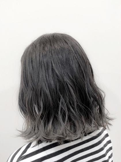 カラー 🌟ハイライトを表面に細かく入れて立体感をだし、毛先をブリーチで色をぬいて大人気グレージュカラーに大変身🦄🌈