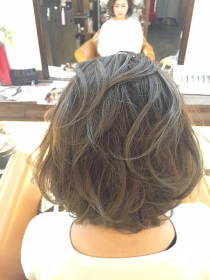 外国人風デザインカラーで立体感アップ! 細いハイライトを入れてグレーアッシュにしました。 Lime hair&spa所属・佐藤礼子のフォト