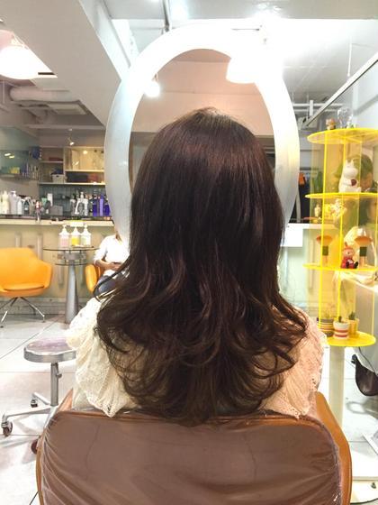 少し高めのレイヤーで髪の毛の質感を軽くして動きが出やすく♪  Amour二子玉川所属・高橋麻衣のスタイル