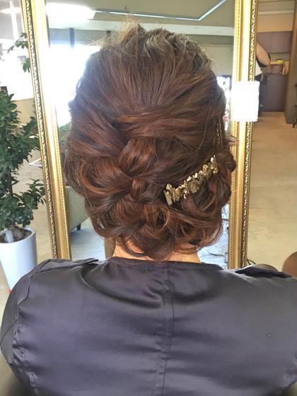 *結婚式のヘアセット*ラフにくずした編み込みスタイルです。 ina所属・いのみきのスタイル
