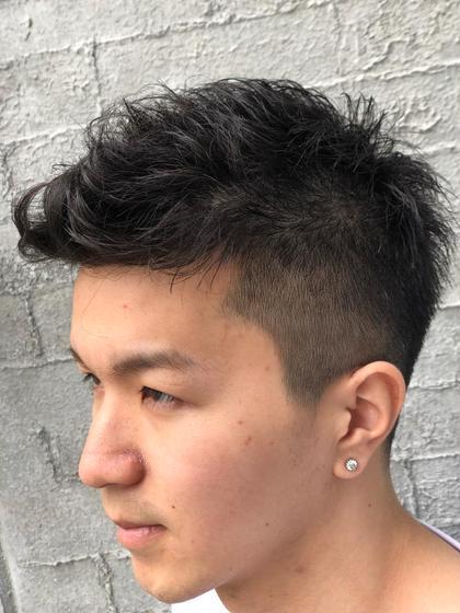 ネイマールスタイル✨  スキンフェードからズバッと刈り上げて外国人風の髪型にしました🔥  次の写真にバックスタイルを載せときます👈