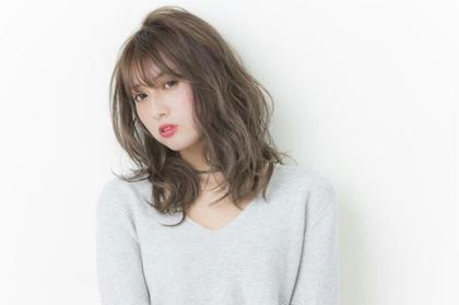 hoyu × O/s 伊藤里子のセミロングのヘアスタイル