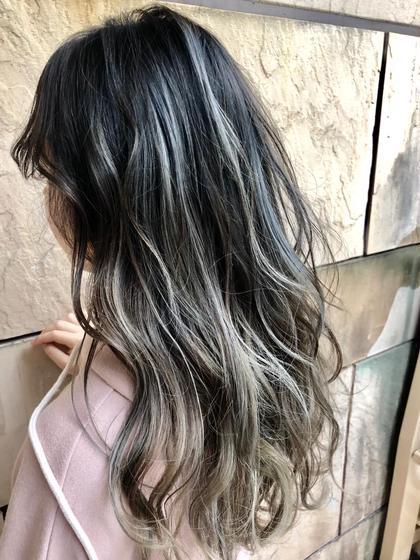 グレージュ専攻美容師naoのセミロングのヘアスタイル