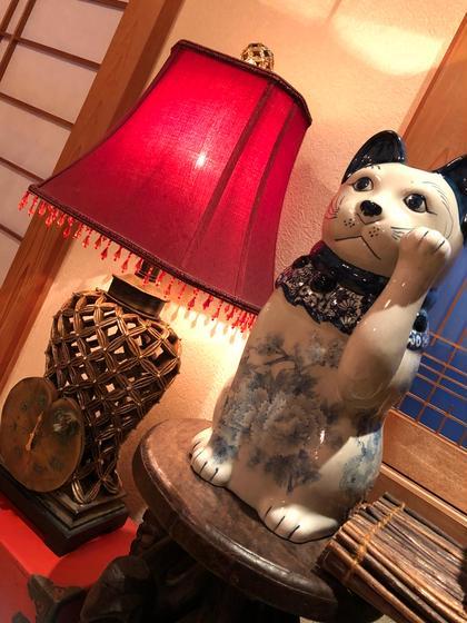 ヒーリングサロンみやざき店内のインテリアに新しいお仲間が加わりました。染付陶器の招き猫ちゃんです。 ヒーリングサロンみやざき所属・宮崎馳弓のフォト
