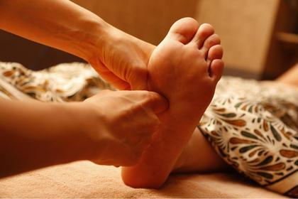 足ツボ/リフレクソロジーで足の疲れ解消! Bodysh 三宮店所属・ボディッシュアロマリンパ専門店のスタイル