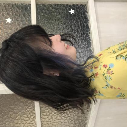 大人気のインナーカラー❤︎ブルーです🤤 インナーなら派手髪も挑戦しやすいのでおすすめです🙈💕 こちらのスタイルは、2年目Jr.stylist ともか が担当いたしました❤︎
