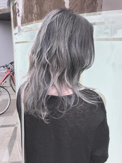 注意 ブリーチが必須です 店長、カラー認定講師清野大のセミロングのヘアスタイル