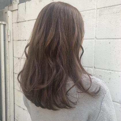 笠原由莉のセミロングのヘアスタイル