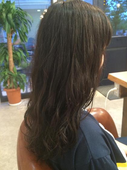 黒髪ロングでもイメージチェンジをしたい方にお勧めです! ロングヘアーだと印象を変えるのになかなか難しいですがエアウェーブでパーマをあてることで今までと違った雰囲気になれます!  赤尾勇大の
