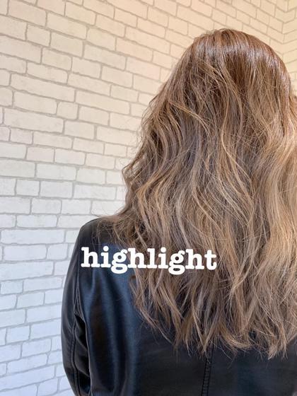 highlight gradation☺︎  全体的にブリーチのハイライトを細かく入れて、毛先をブリーチ2回しているstyleになります☑️  ブリーチの回数やデザインはご相談ください。 PROGRESS仙台東口店所属・MIURAHIROKAのスタイル