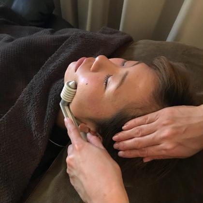 お顔のコリも磁器を使いしっかりほぐしていきます
