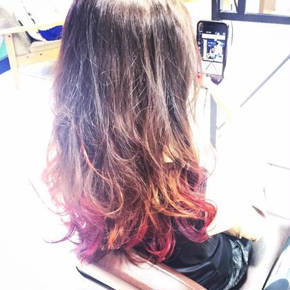 グラデーションカラーです!暗めのアッシュから毛先はピンク、オレンジ、パープル、レッド、イエローとちりばめ少し個性的な感じに!  Cloud 9 【クラウド ナイン】所属・西村達哉のスタイル