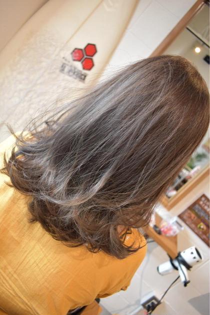 透明感を出すならブリーチをオススメします✨ 中野奈摘のセミロングのヘアスタイル