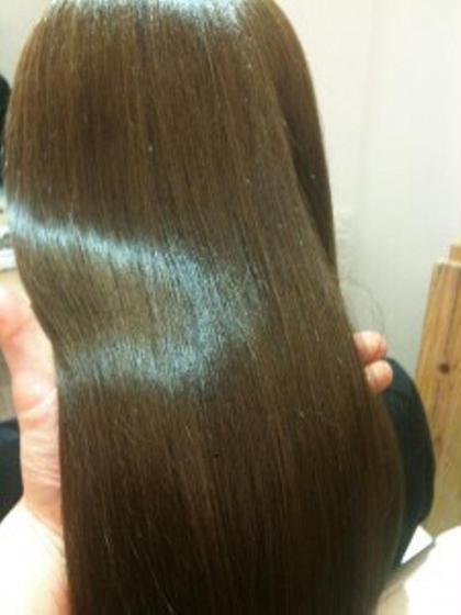 ツヤを残しながらまっすぐ丁寧に仕上げます 太田尚貴のセミロングのヘアスタイル