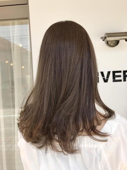 ロング 柔らかな透明感のあるオシャレアッシュ!!!  髪質がとてもふんわり見えるので巻いた時に動きも出やすくなります(^ ^)