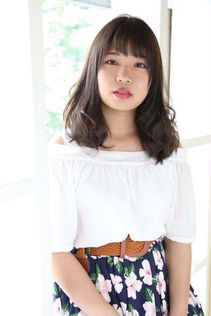 巻き髪が作りやすいふんわりミディアム Bee-ms hair所属・西川彩のスタイル
