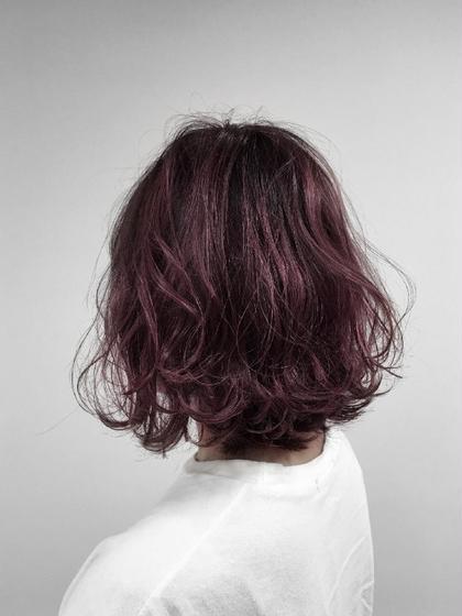 元々、10~12レベルまで明るかった髪をトーンダウン させました✨ パープルガーネットを7レベル位の調合です。 色を、はっきりと入れたい方は暗めに入れた方が 濃く色が入ります🍀  他の色や明るさでも可能ですので是非ご相談下さい♪ LOAOL 大垣店所属・加藤郁のスタイル