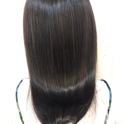 とにかく、艶を重視したストレートパーマになります。写真加工なしです(^^) 💘髪質改善No1.LetizbyONE's💘所属・⭐️髪質改善美容師スズキカノト⭐️のスタイル