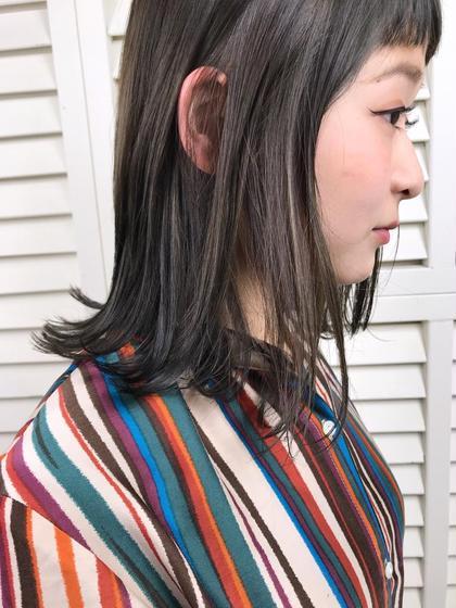 その他 カラー パーマ ヘアアレンジ ミディアム Real  salon work✂︎ . 【 midium bob / dark gray 】 . 色々なstylingに応用しやすい 鎖骨レングスの前下がりボブ☆ . 過去のブリーチで 1/2が2トーンになっていた状態から ワントーンのダークグレーに。 . ブリーチ毛との塗り分けでキレイに揃えました。 . . . #NAKAIstyle #鎖骨ボブ#ミディアムボブ#ブリーチ#ダークグレー