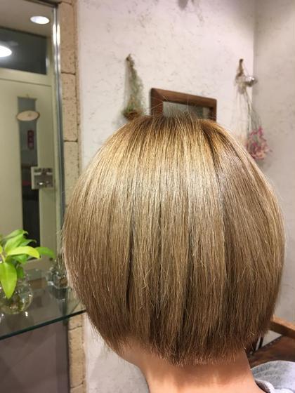 ブリーチカラー(フル)+ケアブリーチ《ショートヘア限定》税込¥4400です。お得な期間限定クーポン✨