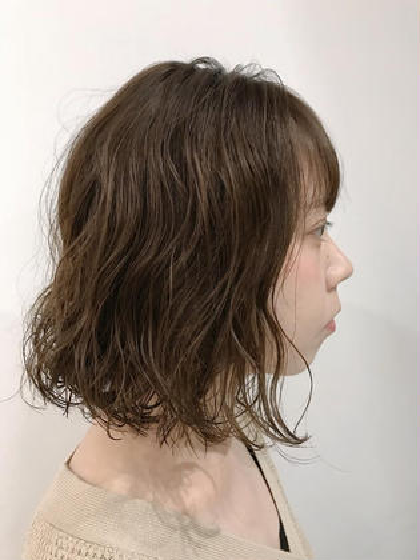 パーマ cut&parmのお客様。   トップの方からボリュームが出るように くせっ毛のようなニュアンスパーマ。   ボリュームが出ない方、おすすめです。