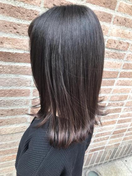 トキオトリートメントを使い ダメージを最小限に抑え、 SINKAストレートで癖毛をのばしていきます。  艶髪を手に入れたい方はぜひ🥰