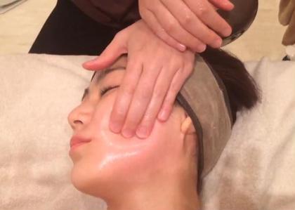 お顔の凝りや浮腫みをとり、骨格を調整していきます!血行も良くなり、くすみも改善◎  小顔はゴッドハンドにお任せ下さい\(^^)/