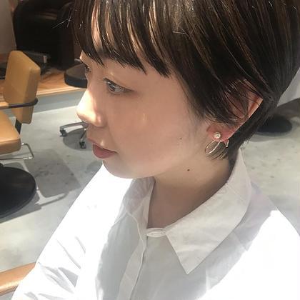 ショート パツンと前髪のあるショートも可愛い!  顔周りの似合わせ、えりあしの馴染み具合はとても重要です!  スタイリングはサラッとオイルをなじませるだけで、女性らしい  艶感のあるショートに仕上がります!