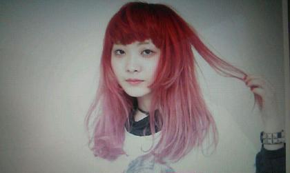 ディープレッドからのぺールピンクのグラデーション CLLN hair design 所属・kanata〈店長〉 のスタイル
