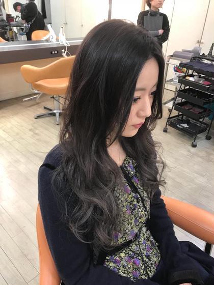 その他 カラー ロング シルバーグレージュグラデーション 毛先は最低2回ブリーチは必要です、髪質によっては3回の可能性もあるので、ケアブリーチが必要不可欠。 ファイバープレックスとオラプレックスを使い分けて行います!!