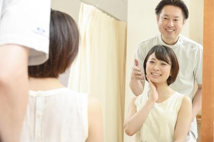 施術後は鏡の前でアフターチェックを行います。 大川カイロプラクティックセンター なかのぶ整体院所属・及川浩良のスタイル