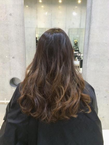 ブリーチなしのアッシュベージュ系グラデーションカラーです(*^^*) なるべく髪の毛をダメージさせたくない方にオススメです♡ SENSE  Hair所属・みやもとはるなのスタイル