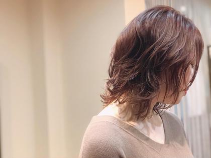 柔らかピンクブラウン✨ 足立梨紗のスタイル