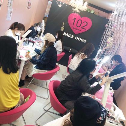 ネイル 渋谷 ど真ん中にある! 毎日モデルさんやインスタグラマーが来る ネイルサロンで働きませんか? ・ 〜全国どこからでも応募可‼️〜 Face Time面接🆗 ・ ・ 🌈✨明るい職場が自慢です🌈✨ ・ サロン未経験者でも優しい先輩が支えてくれます。 ・ ・ 渋谷NAILSGOGOならでは! 可愛いアートが沢山オーダーされます。 ・ アートが好きなネイリストさんを募集しています✨ ・ 【正社員 アルバイト募集】 (扶養範囲内、時短勤務もok) ・ ◎ 各種社会保険完備★福利厚生が充実✨ ・ ◎デビュー前はJNA本部認定講師がサロンワーク研修有でサロン未経験者も安心❗️手順があるからわかりやすい! ・ ◎有給休暇 初年度10日間 ・ ◎給与の他に歩合と指名料は全額バック (歩合平均3万円、指名1件500円) ◆毎月ナンバー1手当(1万) ◆月7~8日(シフト制) ◆冬期休暇(前年12/31から1/4) ◆慶弔災害休暇 (慶弔金有) ◆産前産後休暇 ◆カムバック制度 ◆昇給年1回 ◆賞与年2回(正社員) ◆交通費全額支給 ◆育児のための勤務時間短縮措置制度 ◆制服貸与 ◆ネイル全商品やり放題無料 ◆インフルエンザ接種無料 ◆技術講習会無料 (サロンワーク・本部認定講師による検定対策) ◆社内イベント(1日お休みにして遊びに出掛けます) ◆残業手当有 ◆深夜営業手当30% ・ ・ 詳しくは写真下のボタンをクリック! 面接で色々お話ししてみませんか?(^O^) ・ ご応募をお待ちしてます😆💕🌈✨ ・ ・ ♡勤務場所 渋谷区宇田川町16-8 3階 渋谷駅2分 ・ ♡ネイリスト採用お問い合わせ 03-6804-7474 ONE02株式会社 採用清水まで ・ ・ #ネイリスト #ネイリスト求人募集 #ネイリスト募集中 #ネイリスト募集 #ネイリスト募集東京 #ネイリスト検定 #ネイル検定 #ネイリスト検定1級 #ネイリスト検定2級 #ネイリスト検定3級 #ネイル検定2級 #ネイル検定1級 #ネイル検定3級 #ネイルサロン #ネイル #ネイルサロン求人 #ネイル渋谷 #ネイルサロン渋谷