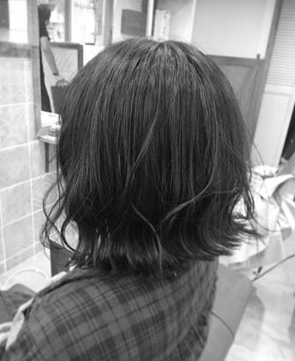 黒髪切りぱなしボブ 黒髪はどおしても重くなる印象があるので 簡単にスタイリングで動きのだしかたを教えさせてもらいました やまもとみずきのショートのヘアスタイル