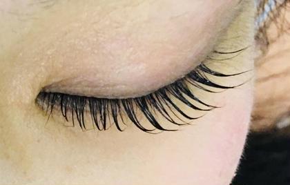 開いた瞳も綺麗ですが、目を閉じても素敵です。 LOBAL所属・さとうゆきえのフォト