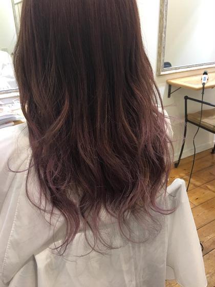 カットはレイヤーを入れて軽さを出しました。 カラーはブリーチをして、ピンクベージュを塗りました。 ラベンダー系の色を入れておくと、色が抜けた時も黄色味があまり出なくて落ちても綺麗です! Works Hair Design所属・矢田優貴のスタイル