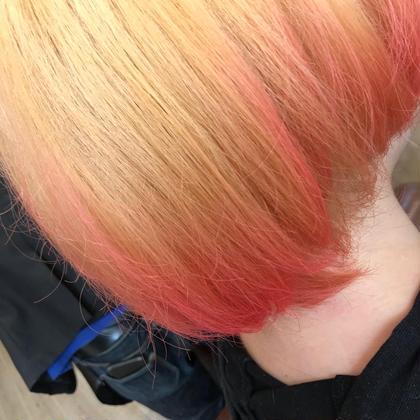 ブリーチからのピンクをグラデーションカラー! 線になっていないのがポイントです。  タイム🍀プライス🚕  ブリーチ…20分  ¥4320 グラデーションカラー…20分 ¥3240 カット…20分     ¥3240  ¥10800→¥7560❤️  ミニモ特別価格になりますので、かなりお得です😊  グラデーションカラーの色はお好きな色が選べます。  ※ もともと入っていた色、ダメージにより色が入りにくい時もあります。