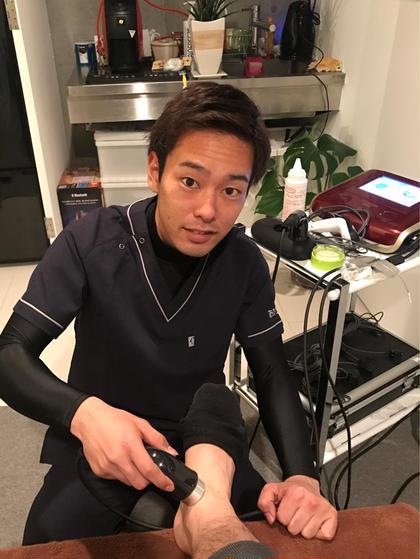 足関節捻挫の治療中です(^^) 特殊電気治療を使ってます!! あらかき接骨院所属・院長新垣樹のフォト
