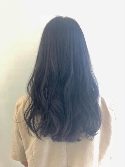 カラー ロング 明るい髪色からトーンダウンしました!☺️ 黒染めではないのでアッシュ系なので抜ける時も綺麗に抜けます!🌸