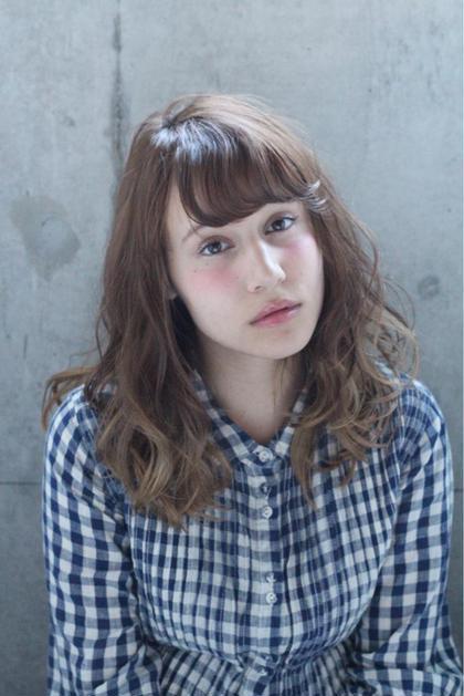 アッシュベージュのグラデーションカラーにクリープパーマでくりっとリッジ感のあるパーマ* hair  salon himawari所属・松岡麻衣のスタイル