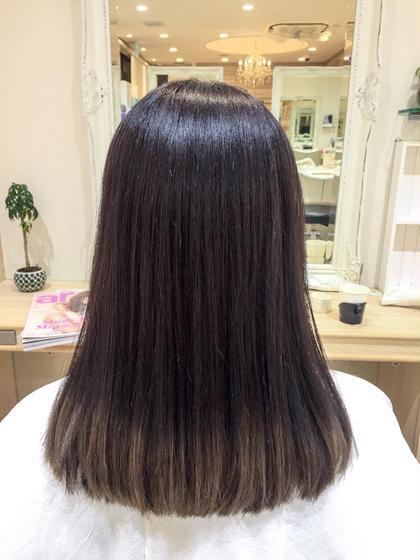 毛先だけブリーチしてある髪の毛の状態から グラデーションに仕上げました🌈