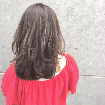 レイヤーミディアム  たっぷり入れたレイヤーで柔らかを♪  カラーはミルクティーグレージュで透き通る色に☆ Ripple所属・赤木健一のスタイル