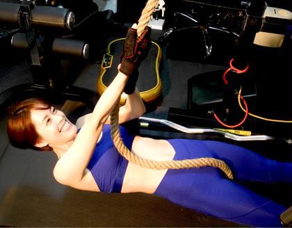 限られたスペースで自分自身の体重を支え、動かす為に  体中の様々な筋肉を連動させるこのトレーニングメソッド  によってデザインされた肉体は非常にしなやかで美しい  体に仕上げることができるのでモデルなどの必須メソッド  になっています‼︎