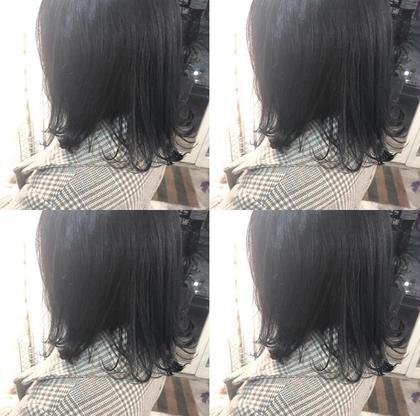 就活生color ネイビーブラック 🦋🦋   一時的に暗くしたい。けど黒染めは避けたい。 という方におすすめなcolorです。 見た目はしっかり地毛に近い色になりますが BLUEをいれることにより、自然光に当たると すごく綺麗な透明感が出てくれます。   暗髪でも透明感は大事です ︎︎☺︎ LAINY所属・野瀬彩佳のスタイル